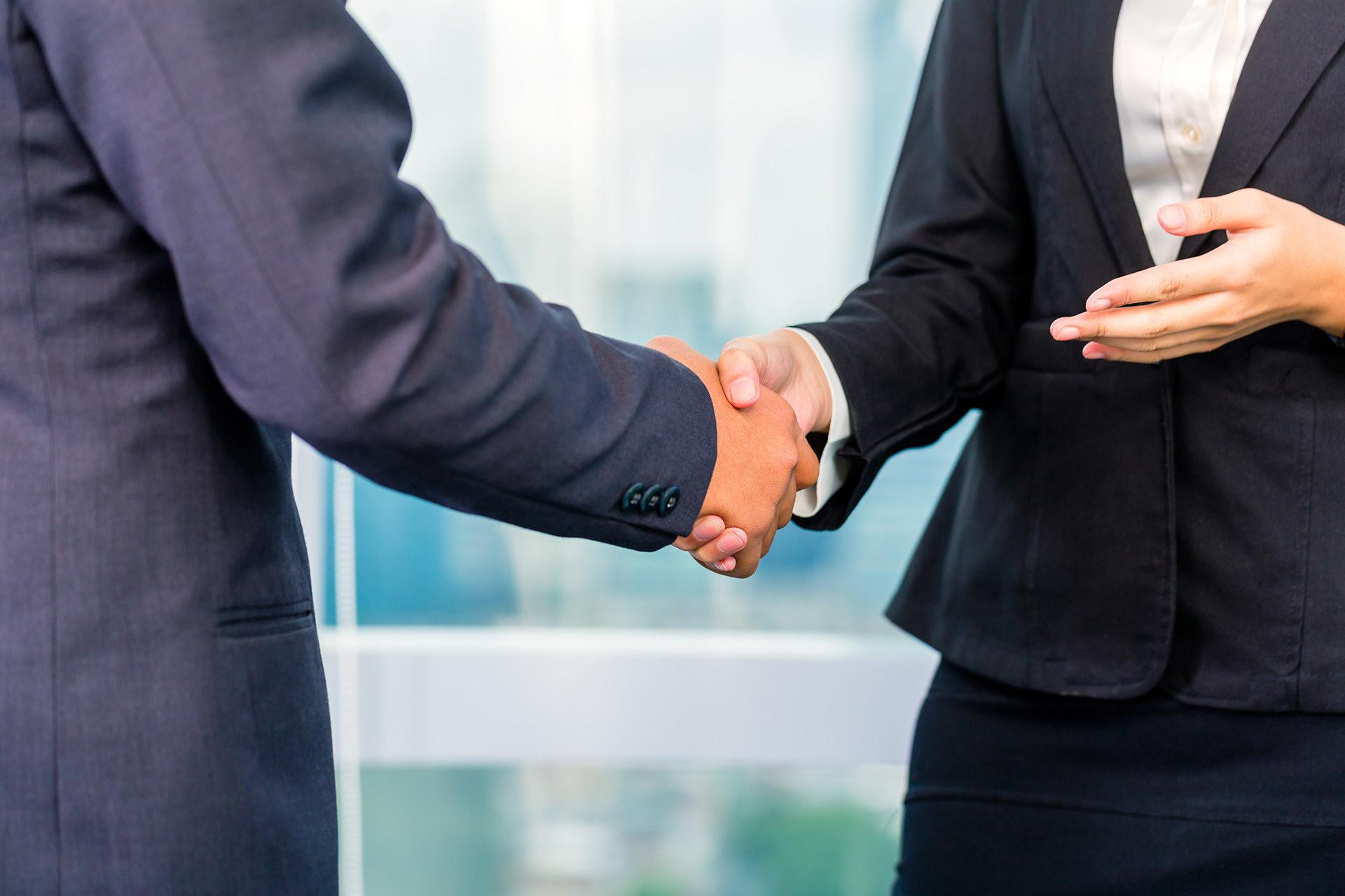 Schending geheimhoudingsbeding leidt tot ontbinding van de vaststellingsovereenkomst