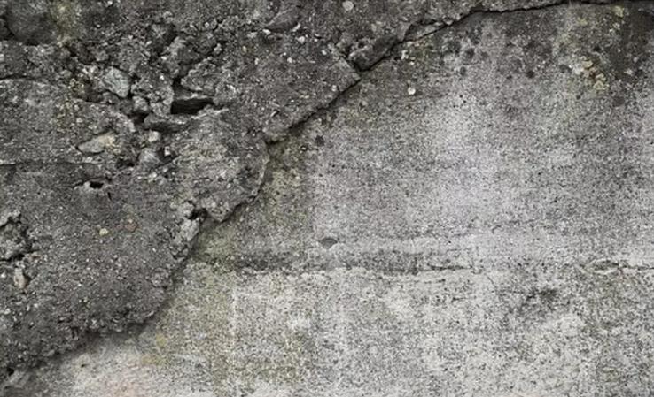 Lekkage in kelder: kan opdrachtgever de eindfactuur van de aannemer opschorten of verrekenen?